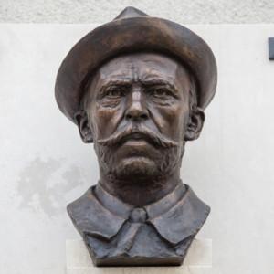Busta Matyáše Žďárského na domě v Kožichovicích na Třebíčsku