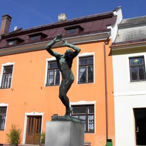 Socha Raněný v Novém Městě na Moravě