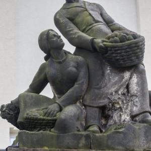 Pomník s kamennou bustou sochaře Antonína Švehly u Výzkumného ústavu bramborářského v Havlíčkově Brodě