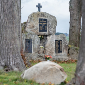 Pomník v Hybrálci