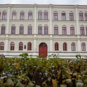 Budova současného gymnázia v Pelhřimově