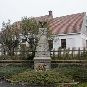 Pomník v Květinově