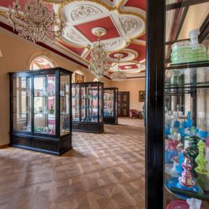 Expozice skla na zámku Světlá nad Sázavou